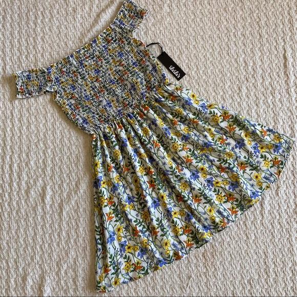 Lulu's Dresses & Skirts - Lulus floral print off shoulders dress size M